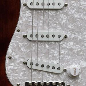 Schlagbrett Perloid 3-lagig mit Fender 54 Custom Shop PickUps